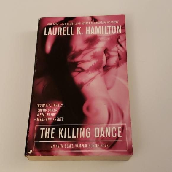 📚 5 for $20 Laurell K. Hamilton, The Killer Dance
